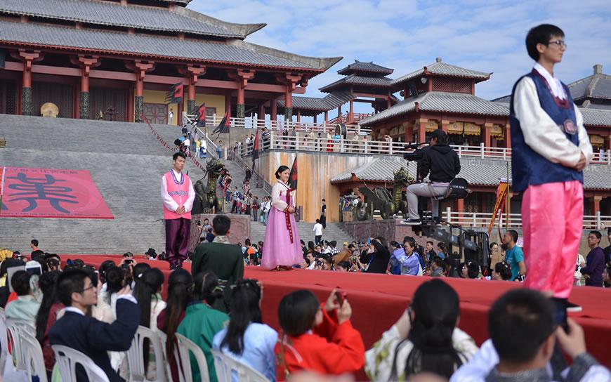 模特展示韩国传统服装