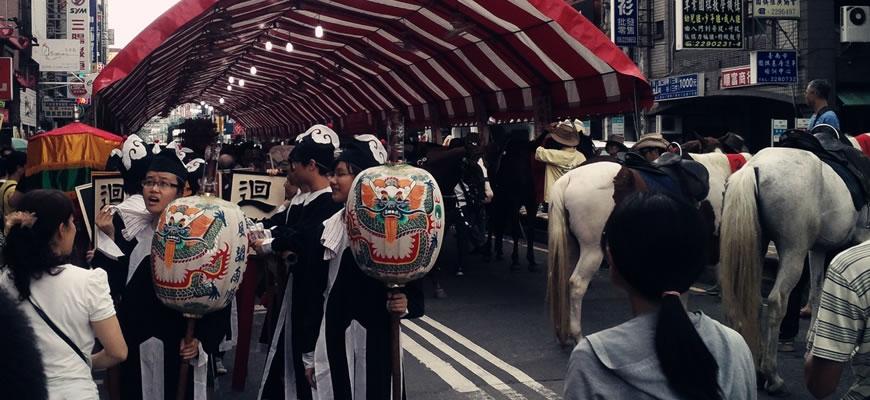 成年礼学霸们骑马游行去孔庙